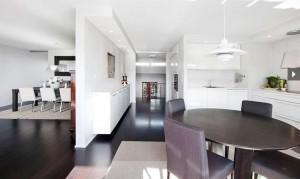 Interiørarkitekt Oslo privat hvit stue med sort gulv interiørarkitekt Berentsen