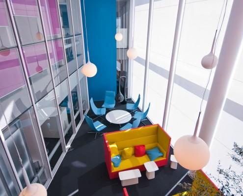 Moderne kontorinnredning i kontorbygg
