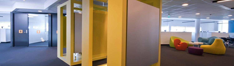 Gult stillerom hos Reitan i Oslo tegnet av Berentsen interiørarkitekter