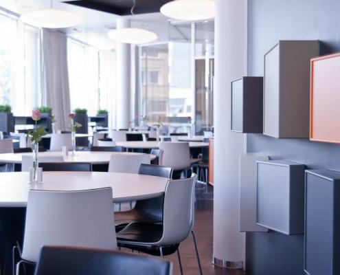 Reitangruppens lunsjrestaurant i Oslo tegnet av interiørarkitekt Anne Berentsen MNIL
