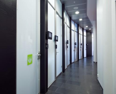 Interiørprosjekter for næringslivet, korridor fra et store kontorlandskap i Oslo