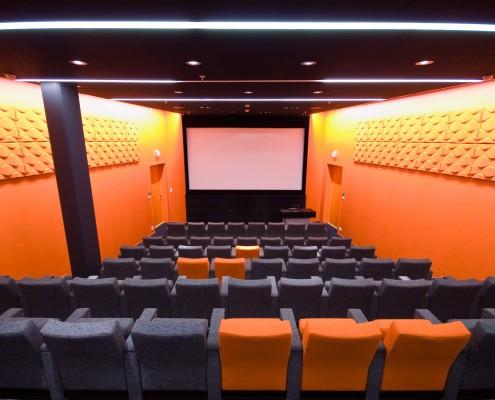 Fargerikt auditorium