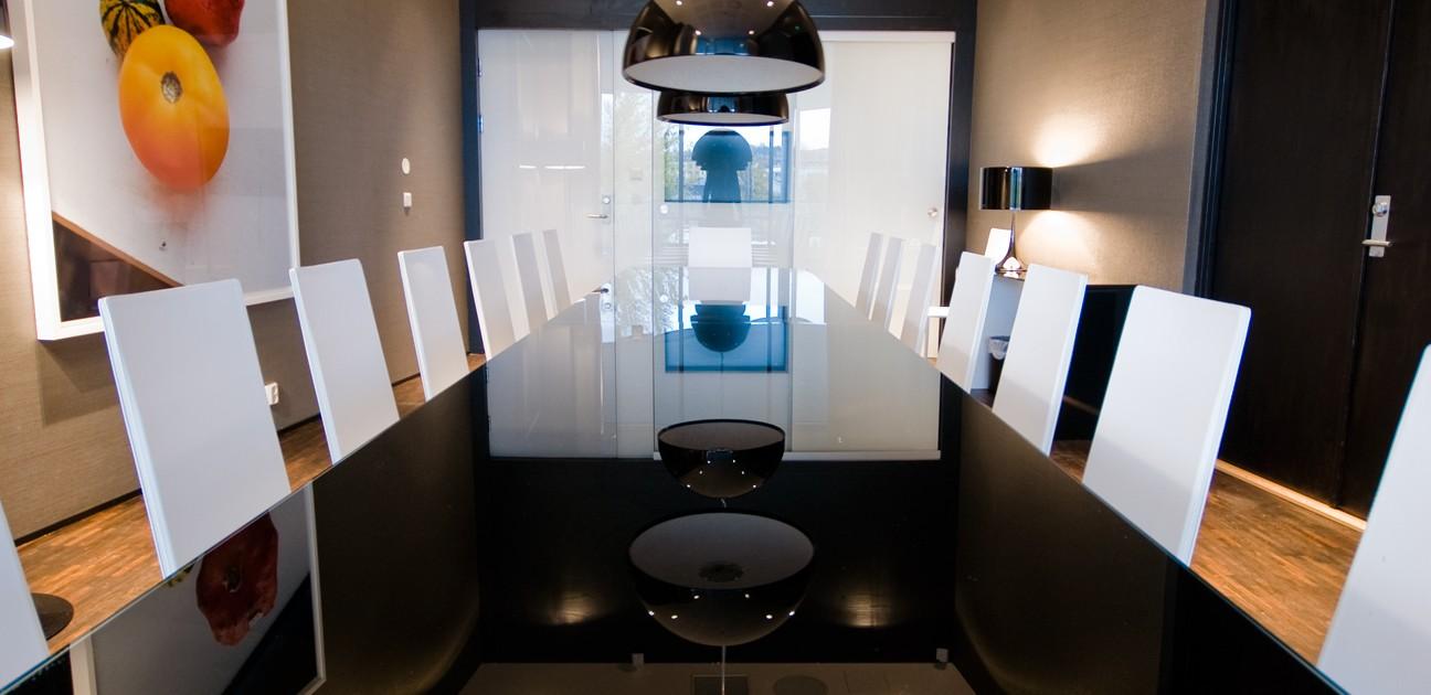 Stort møterom i kontorbygg i Oslo interiørarkitekt Berentsen