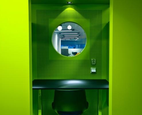 Grønt lydisolert stillerom i kontorlandskap hos Reitan i Oslo. Interiørarkitekt Anne Berentsen MNIL