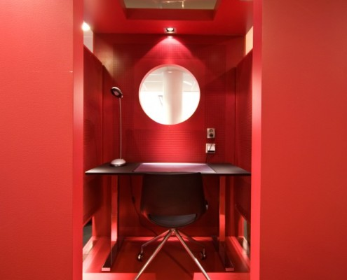 næringseiendom interiør rødt stillerom kontorlandskap interiørarkitekt Berentsen
